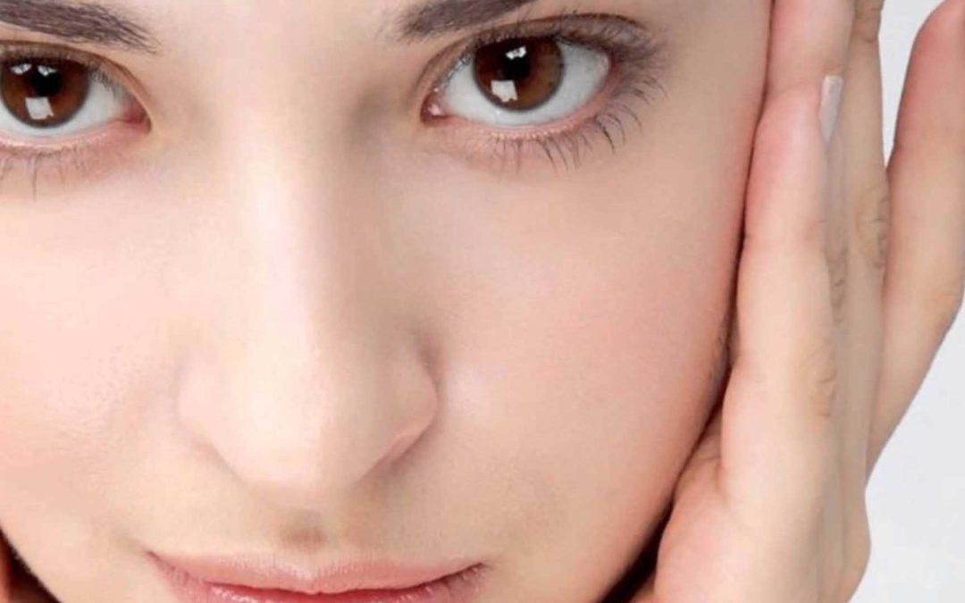 4 Tips y sin mancha en el labio superior.